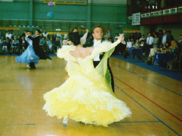 Móczó János tánc közben11