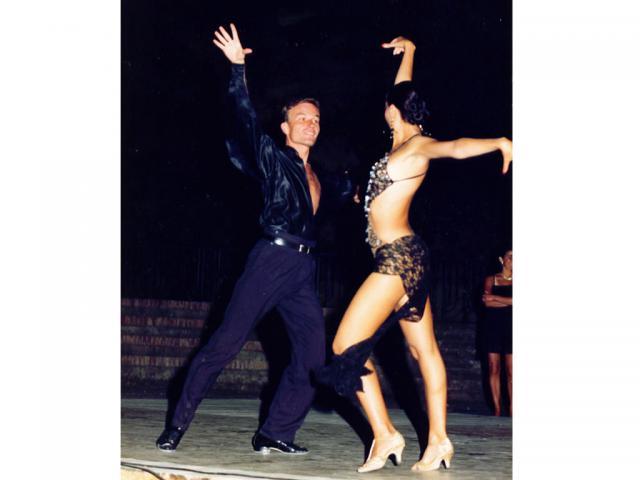 Móczó János tánc közben3